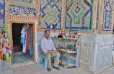 Uzbekistan - sprzedawca; Samarkanda.