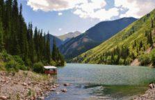 Kazachstan - jezioro Kolsay.