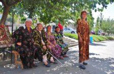 Uzbekistan - kółko gospodyń wiejskich.