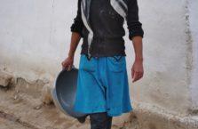 Tadżykistan - młoda kobieta z Trasy Pamirskiej.