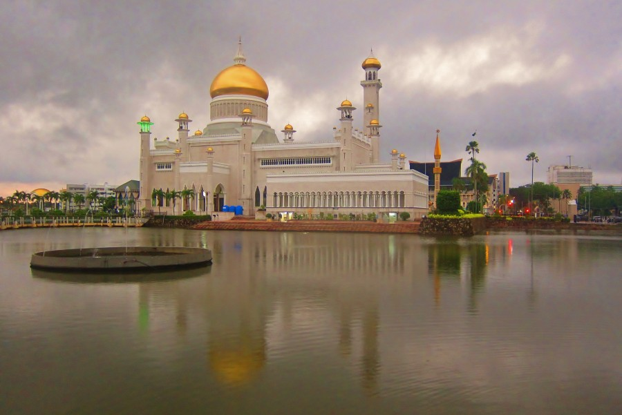 Brunei - Compass Travel Guide - Trips to Asia - Backpacking Asia